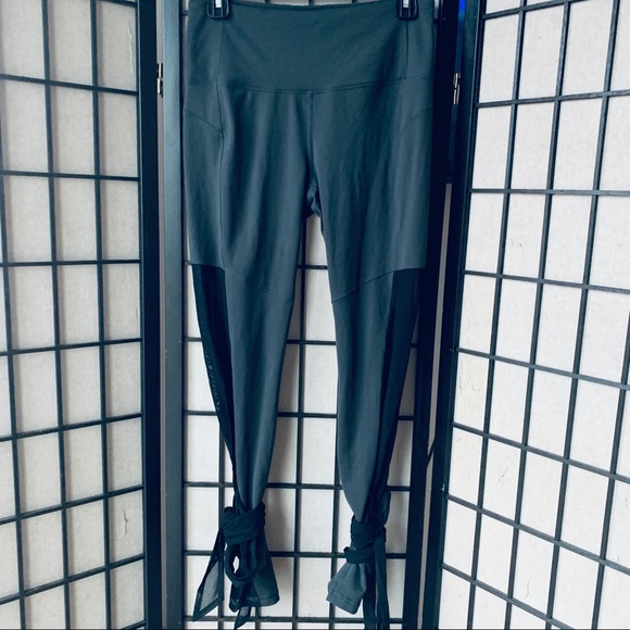 Lucy Pants - Lucy light & free leggings mesh wrap around sz M